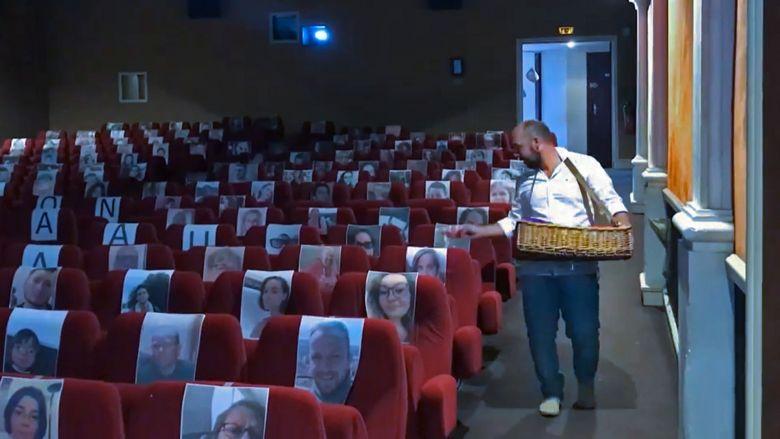 Séance spéciale pour Bastien Lechevallier au cinéma Le Rex , le seul de France à faire salle comble pendant le confinement / © Le Rex- Bernay